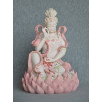 Kuan-Yin siddende på en lotusblomst