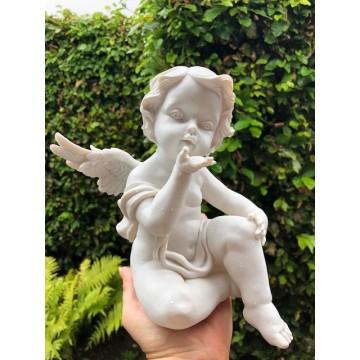 Engel puster kærlighed ud