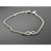 Flot armbånd med uendelighedstegn i sølv.
